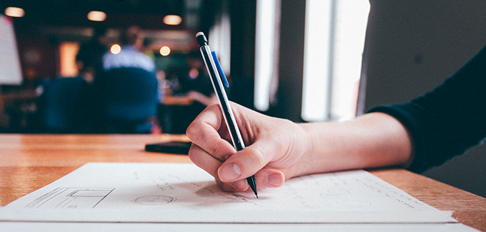 Escribir a mano ayuda a asimilar y retener mejor la información